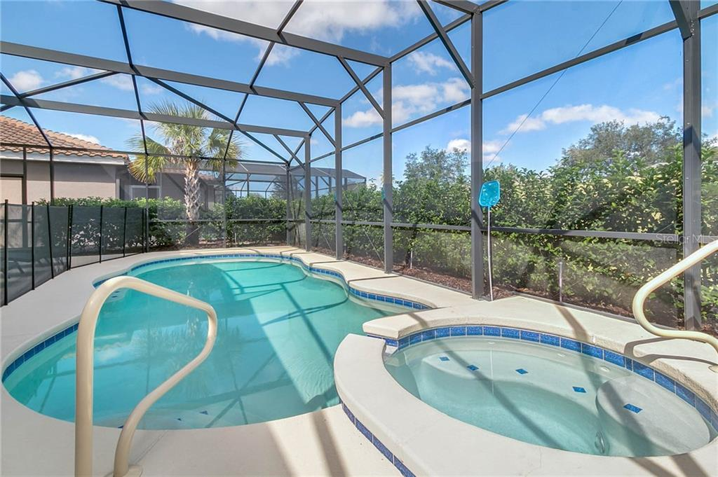 Slide show image of the Orlando Florida Home for Sale 11