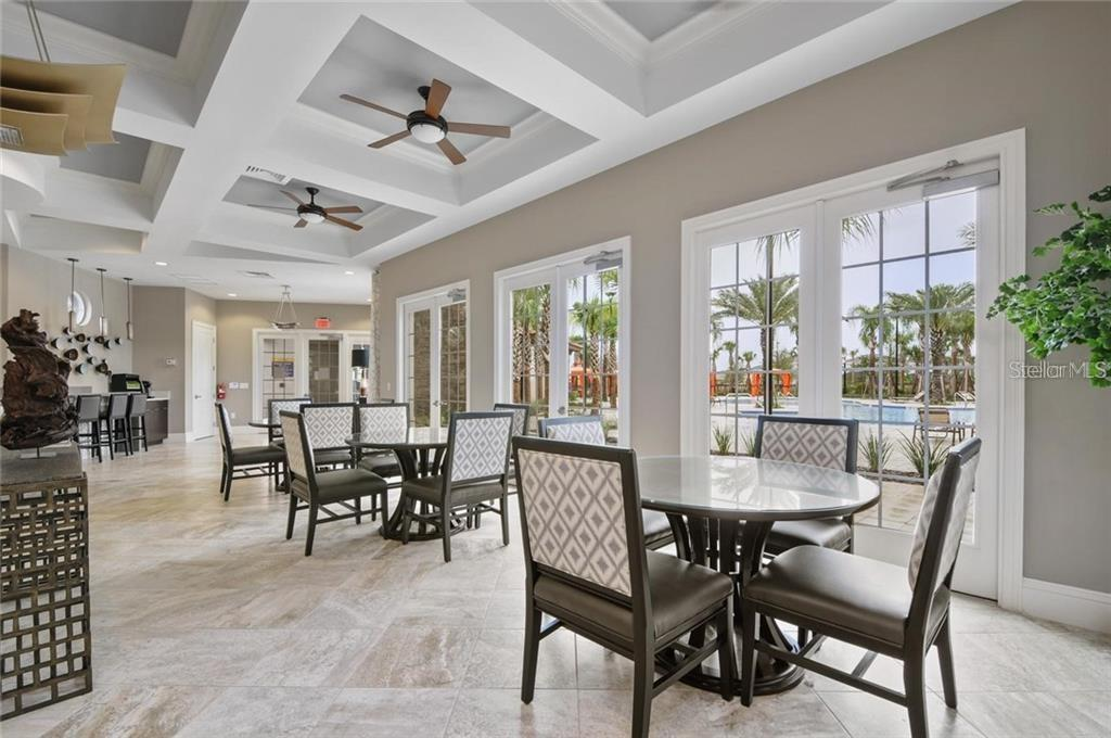 Slide show image of the Orlando Florida Home for Sale 32