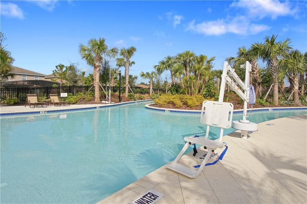 Slide show image of the Orlando Florida Home for Sale 43
